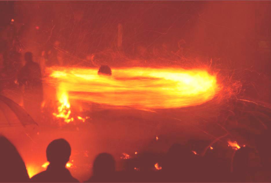 【2月中旬限定!】熱さ感じる火振りかまくらを見に行こう!