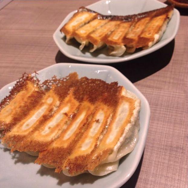 宇都宮駅西口から人気店の宇都宮餃子を食べ歩こう!