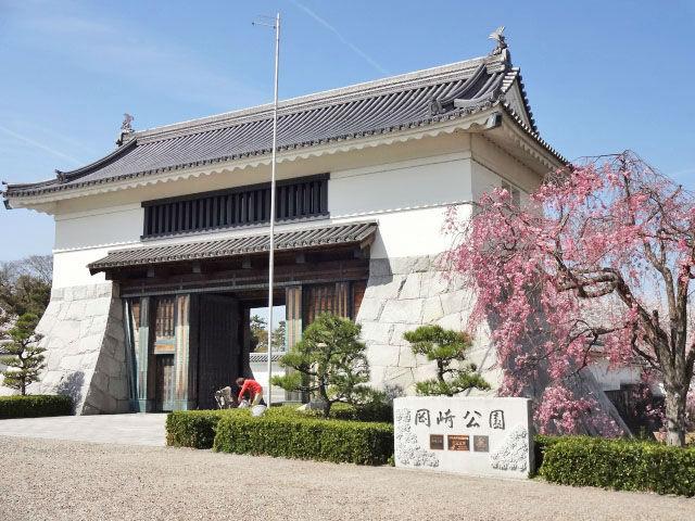 中岡崎駅から-日本のさくら名所100選・岡崎公園の桜-を見に行こう!